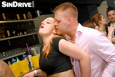 image Anxious blondie is pounded both holes simultaneously